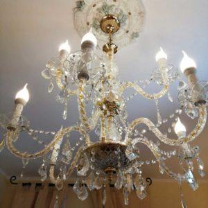 Stanza-205-particolare-lampadario